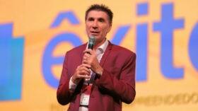 A nova missão do engraxate que ficou bilionário: formar empreendedores